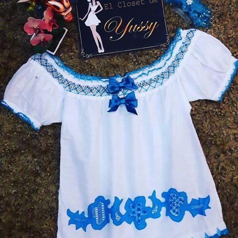 Si lo tuyo es distinguirte este modelo es #fenomenal.  #camisola en tono #turqueza con #talcoensombra y #calados  Talla L Precio: $130.00 #tembleques de #escamadepescado $35.00  #festivaldelalmojabano  #desfiledelasmilpolleras