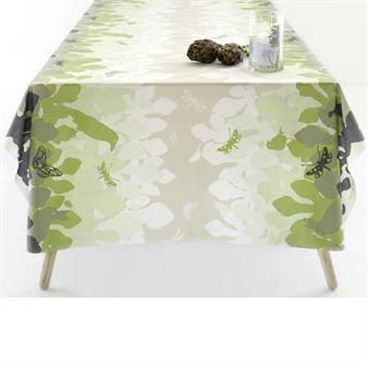 Den färggranna och fina vaxduken Jungle Fever kommer med ett härligt mönster i form av grönska med fjärilar och vackra fåglar. Vaxduken är perfekt att ha ute på sommaren som en praktiskt och fin duk. Mönstret är designat av Susanne Schjerning.