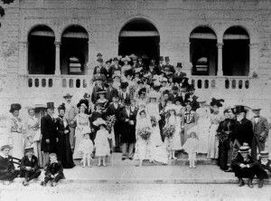 Wedding party on the steps of Brynhyfryd, Ipswich, 1901 / John Oxley Library, State Library of Queensland, Neg: 396937 http://hdl.handle.net/10462/eadarc/6945 | thefashionarchives.org