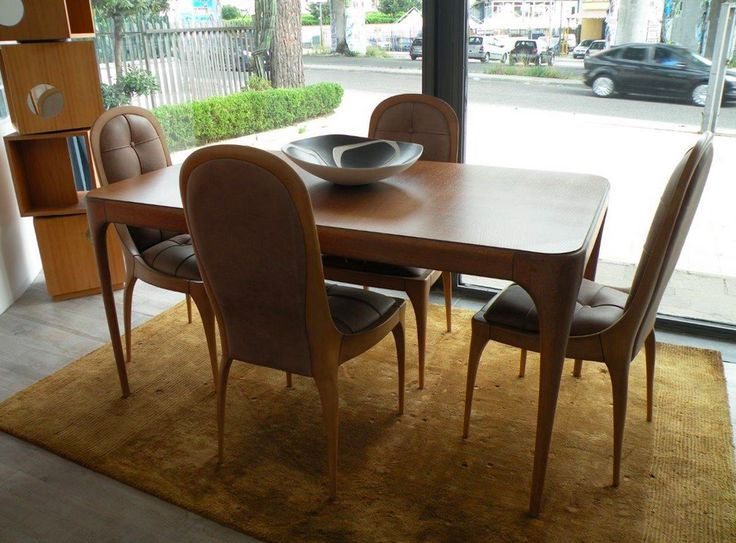 Questa è davvero un'occasione da non perdere: tavolo allungabile modello Taylor e 4 sedie modello Le Corbusier interamente lavorati a mano. Sedie sono imbottite in pelle moka con finitura capitonné. http://www.outletarredamento.it/tavoli/tavolo-con-sedie-zonta-vero-affare-sconto-64.html #tavolo #offerteoutlet #outletatrredamento