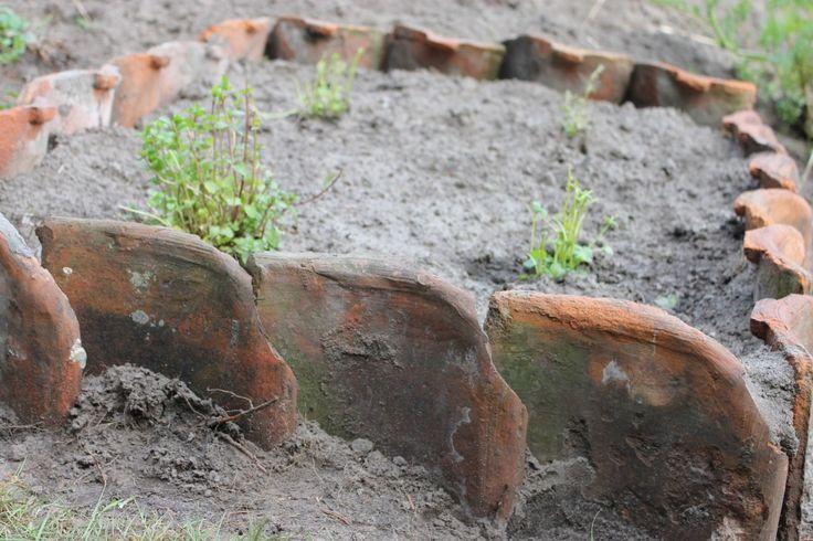 25 beste idee n over stenen paden op pinterest rotspad stenen pad en grind loopbrug - Tuin grind decoratief ...