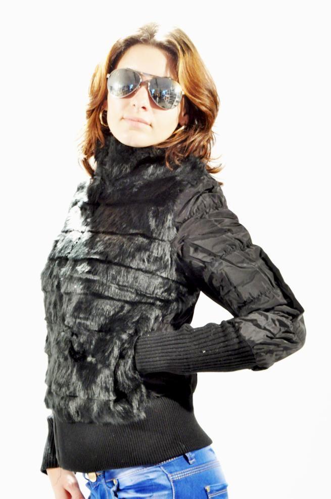Geaca Dama Inspired  -Geaca dama matlasata, din fas si blana eco, ideala pentru sezonul rece.  -Scurta, are buzunare laterale.  -Se inchide cu fermoar.     Compozitie: 100%Poliester