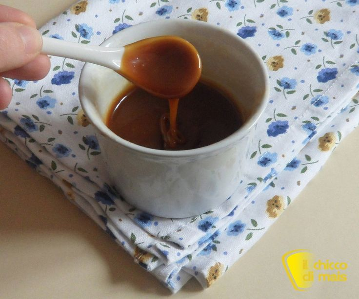 Salsa mou (ricetta per guarnire dolci e gelati). Ricetta della salsa mou fatta in casa a base di caramello, per farcire cioccolatini e da usare come topping