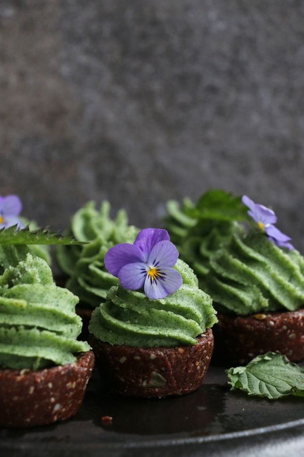 raw chocolate cupcakes with lemon nettle frosting #vegan