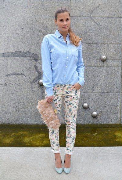 Стильные брюки с цветочным принтом.