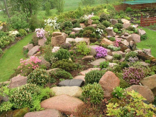 17 best images about retaining wall ideas on pinterest for Rock flower garden ideas
