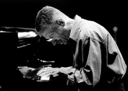 Jarrett elogia il pubblico partenopeo. Nuovamente a Napoli dove aveva suonato nel 2009 La città partenopea sarà palcoscenico di una rappresentazione artistica da parte di uno dei migliori musicisti al mondo della scena Jazz internazionale, il 18 maggio al San Carlo di Napoli. Si tratta di Keith Jarrett. È l'unica data italiana, il leggendario musicista americano ha scelto di esibirsi...