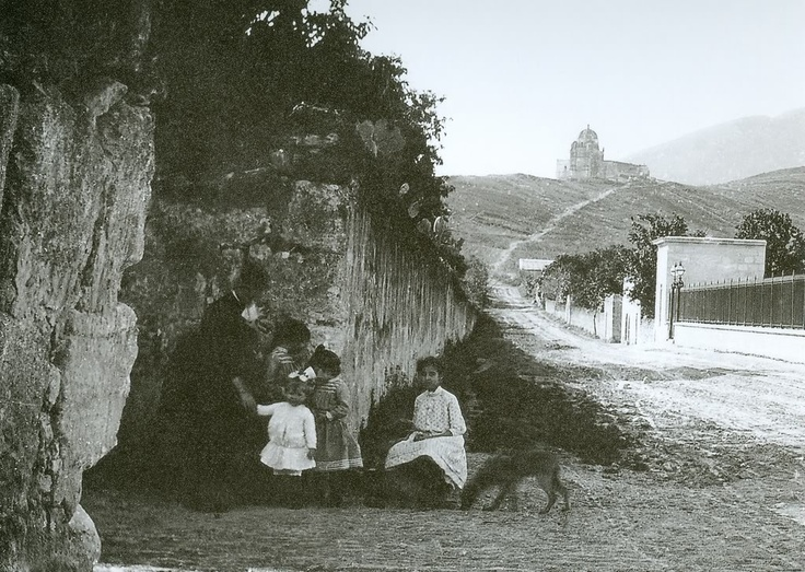 Calle hacia el Obispado, Monterrey, Nuevo León, México.
