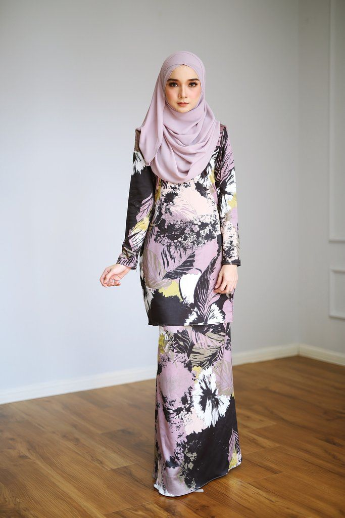 - Fabrics : Imported Soft Satin Floral Printed- Concealed hook and buttons- Wudu' Friendly & Nursing Friendly - Hand Wash - Model is wearing extra small (XS