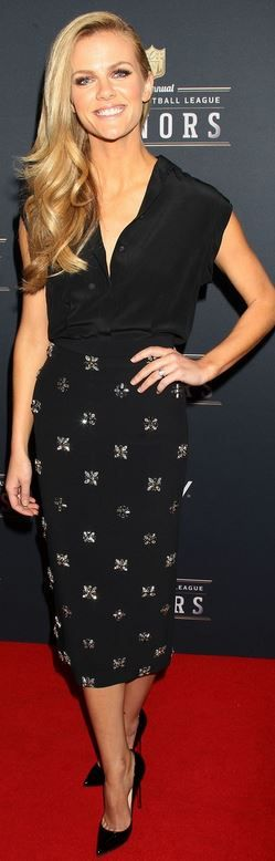 Who made Brooklyn Decker's crystal skirt and black pumps?