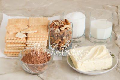 Шаг 1. Для приготовления сладкой шоколадной колбасы нам понадобится любое песочное печенье, сливочное масло, молоко (любой жирности), сахарный песок, несладкий какао-порошок, а также орехи