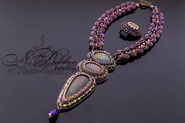 Кулон и кольцо с фиолетовыми радужными лабрадоритами (спектролитами) #вышивкабисером #колье #кулон  #лабрадорит #спектролит #beadembroidery #beadwork #n_belokon_jewelry  #labradorite #spectrolite #necklace #pendant #purple #rainbow #ring #кольцо