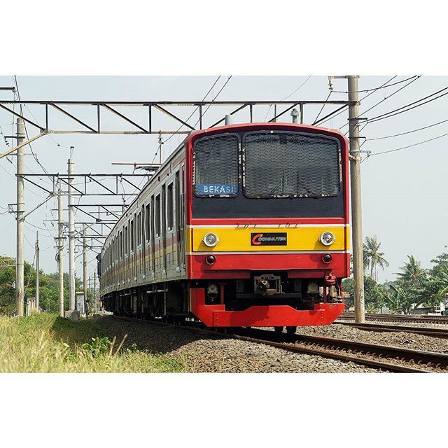KRL Commuter Line ex JR 205 - Bekasi Line  #train #railway #keretaapi #keretaapikita #krl #commuterline #jr205 #cakung #minolta  #rsa_theyards #trains_worldwide #eisenbahnfotografie by afriandiy