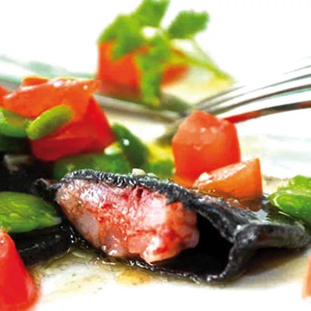 Ravioli al nero, ripieni di gamberi rossi
