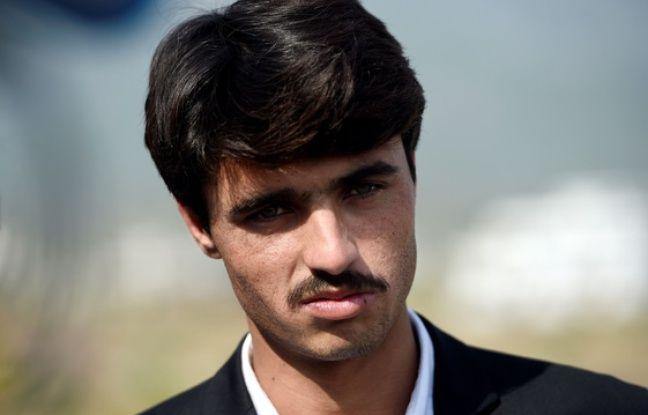 Les beaux yeux d'un serveur pakistanais suscitent la folie (et le débat) sur les réseaux sociaux