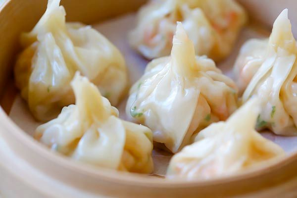 Shrimp wontons - easy peasy shrimp wontons recipe with fresh shrimp, wrapped with wonton skin and boil/steam and serve with ginger vinegar sauce.