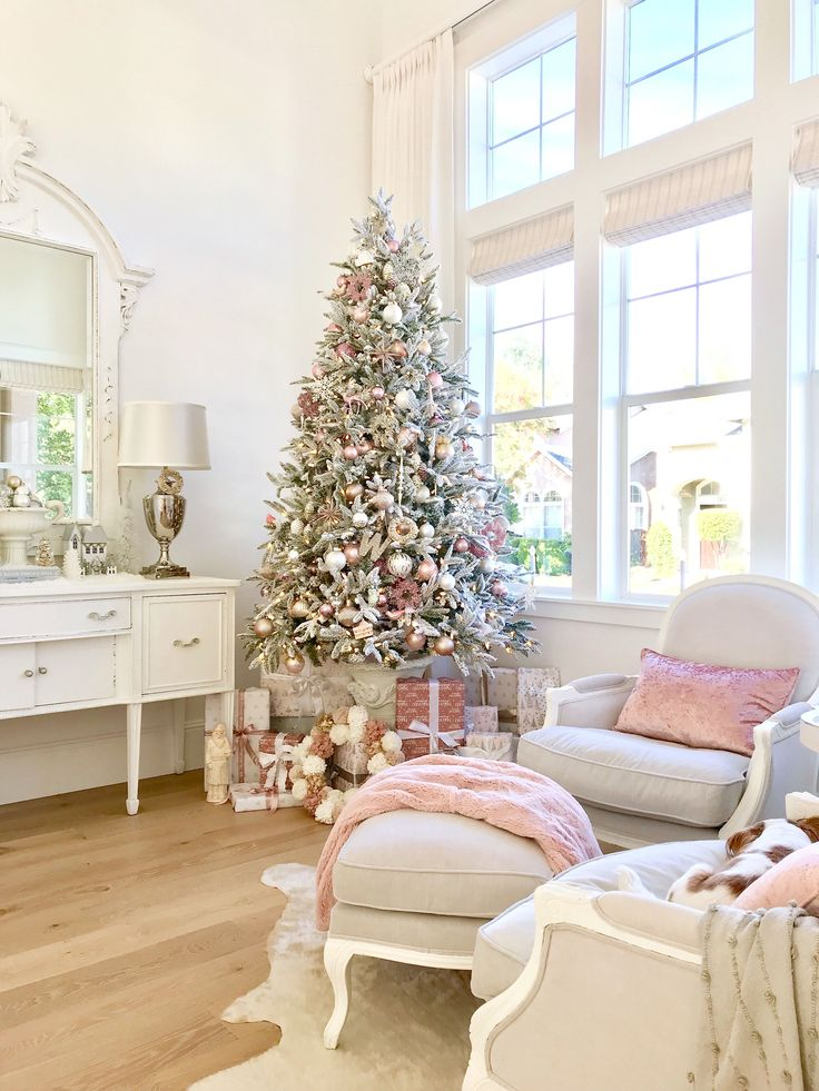It's beginning to look a lot like Christmas... How I decorated my tree with Homegoods. #sponsored #homegoods #christmas