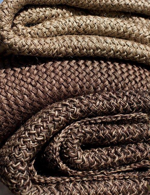 tapis en sisal sur mesure textiles pinterest woven. Black Bedroom Furniture Sets. Home Design Ideas