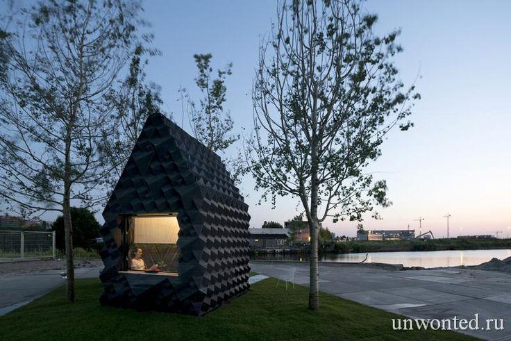 Летний мини-дом Urban Cabin спроектировала и распечатала на 3D-принтере архитектурная компания из Голландии DUS Architects. Компания создала модель мини-дома способную подстроиться под конкретные цели и изменить внешний облик современных быстрорастущих городов по всему м