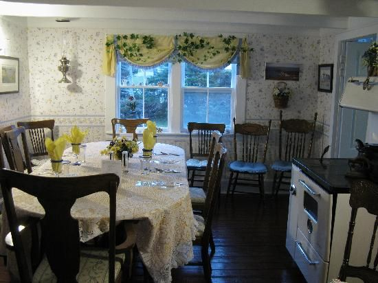 The dining room at the Tickle Inn.  Exactly how I remember it.  :)