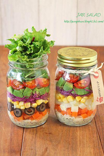 最近話題のメイソンジャーなどを使って作る、ジャーサラダの人気レシピを集めました。ジャーサラダは瓶に順番に野菜とドレッシングを詰めるだけだからとっても簡単!まとめて作って毎日サラダ生活始めましょう♪