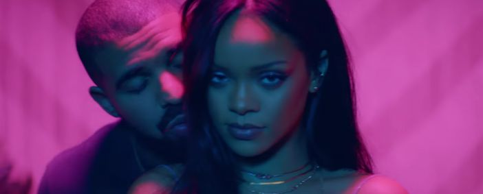 """Ousada, Rihanna surpreende e lança dois videoclipes de """"Work"""" com Drake https://angorussia.com/cultura/musica/ousada-rihanna-surpreende-e-lanca-dois-videoclipes-de-work-com-drake/"""