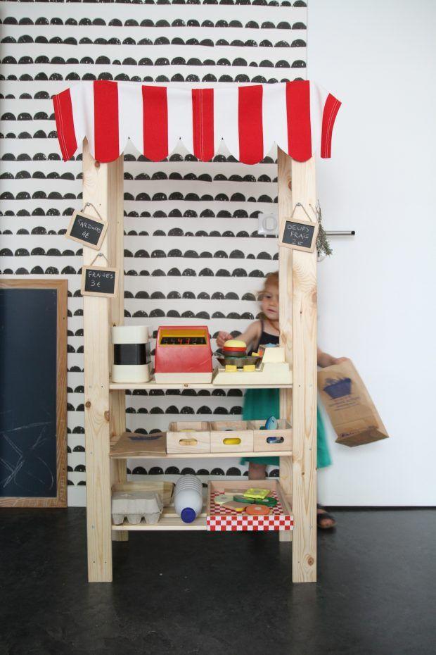 marchande en bois avec tag re ikea objets coudre. Black Bedroom Furniture Sets. Home Design Ideas