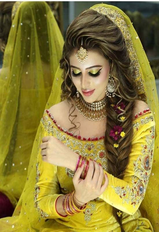 Gorgeous bridal mehndi makeup look 2019 in 2019