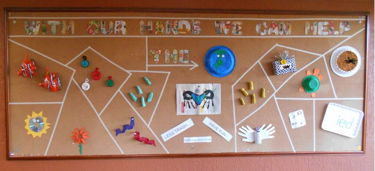 """Cartelera para el día de la tierra:  """"Con nuestras manos podemos ayudar el planeta"""". Reutiliza material. // Earth Day poster:  """"With our hands we can help the earth"""". Reuise different materials. L.P.J.V."""