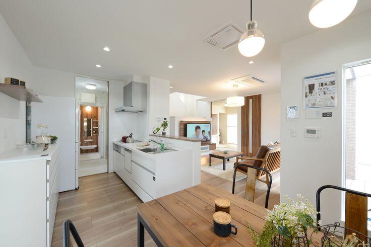 ヘルシーホーム 倉敷モデル キッチン横にダイニングスペースで家事動線も さらにキッチンから家族を見渡せる人気の対面キッチン リビング キッチン キッチン ダイニング