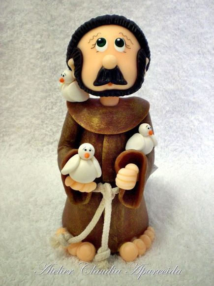 São Francisco modelado em biscuit com características infantis.  Elo7 - Atelier Claudia Aparecida