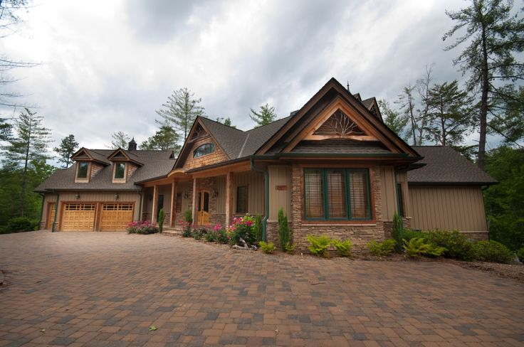 Custom lakefront home surrounded by over 500 39 feet of for Lake keowee house plans
