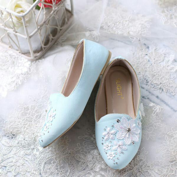 Description The design of this Blue Aster Shoes Flats inspired beauty blue daisies growing. We apply the gems scattered on the front of the shoe to make it look fancy, and additional applications of small diamond-diamond around it. Slight combines high-quality beads, then arrange them in such a way to look elegant. For more information just click this link https://m.bukalapak.com/p/fashion-wanita/sepatu-16/flat-shoes/7mm0tj-jual-sepatu-flats-aster-biru