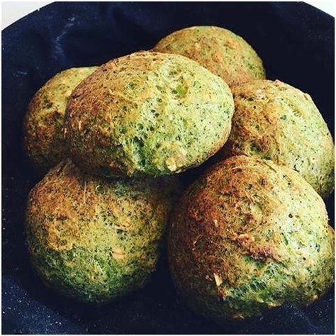 Deher broccoliboller kan jeg ikke tag æren for, men vil alligevel gerne dele dem med jer. Det er Heidi Berner, min instagram veninde der står bag dem. Fik dem en dag hjemme ved hende, hvor vi holde en af vores sunde instagram brunch. 6-8 boller    1 Broccoli med stok  1 dl havregryn ....