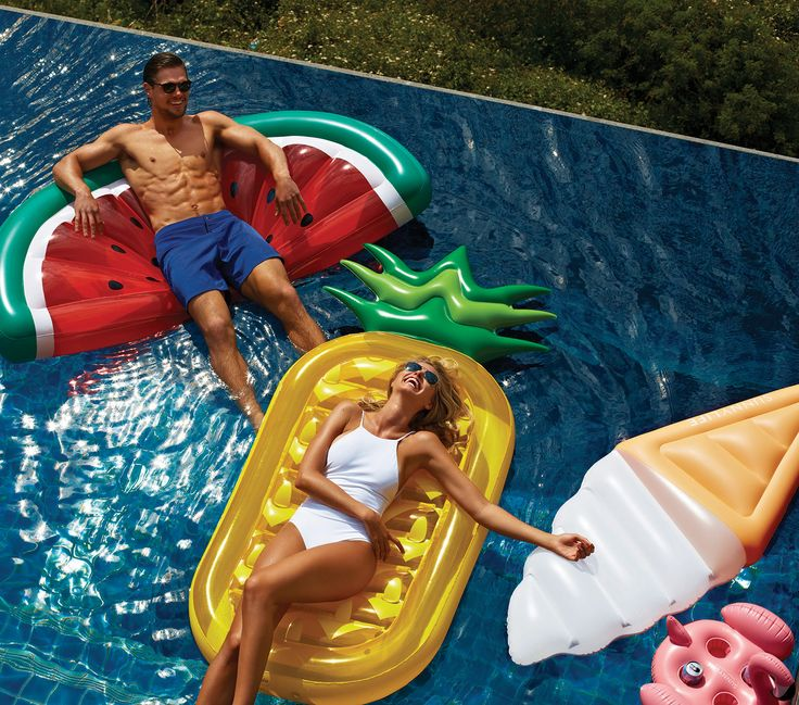 Obsessing over fun floats & dreaming of sweet summertime! Pool day anyone?!