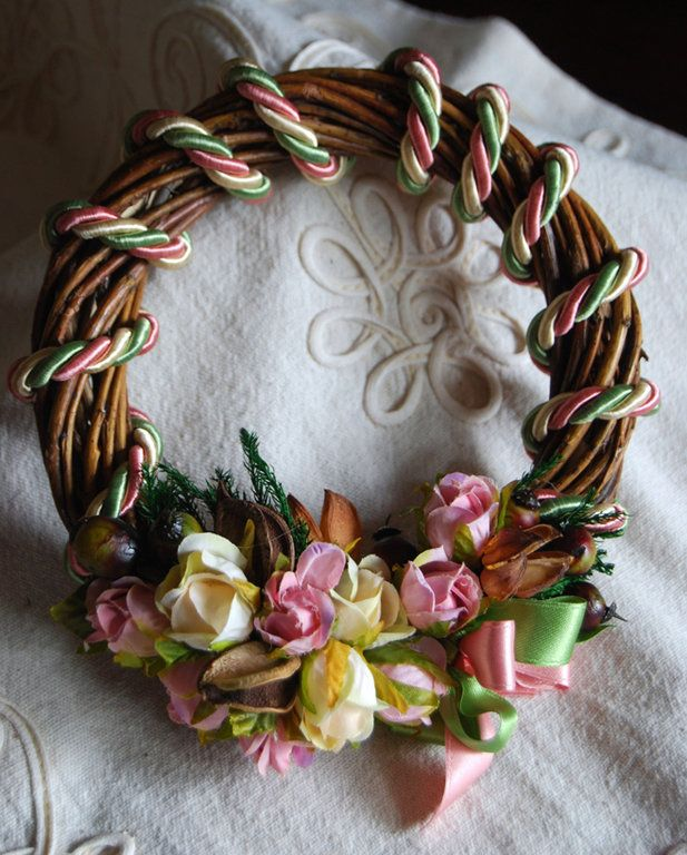 MEDIUM SIZED WREATH – Old Rose - PatriziaB.com  Bring good tidings of joy with this handcrafted wreath. Woven from wicker, embellished with silk cordon spirals and a refined decoration