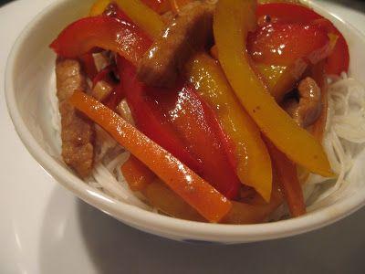 Atunci cand vorbim despre bucataria Sichuan, ne gandim neaparat la muuult ardei si mancare foarte picanta. Intr-un capitol separat vom vorbi despre renumitele scoli culinare din China si vom vedea mai exact care este specificul bucatariei Sichuan. Avem nevoie de: 200 g muschi de porc taiat fasiute 1/2 ardei gras rosu 1/2 ardei gras galben …