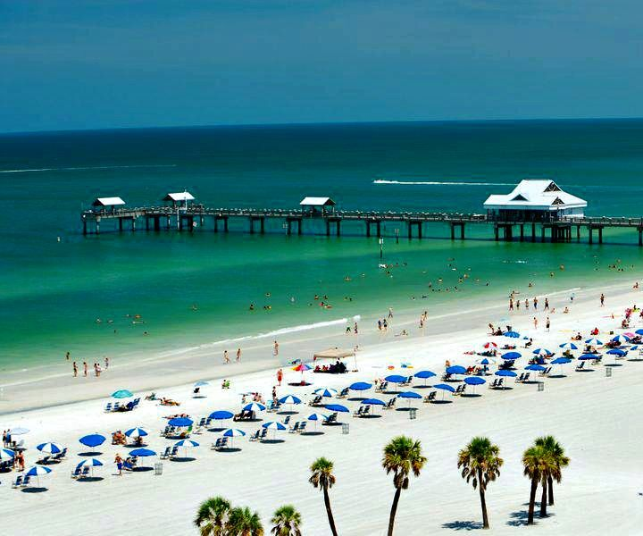 A beautiful day at the beach at Holiday Inn Hotel and Suites Clearwater Beach