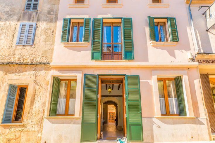 Das neu renovierte, moderne Dorfhaus Casa Pou mit Aufzug und Jacuzzi auf der Dachterrasse buchen Sie exklusiv bei uns! Fußläufig zu Restaurant & Bars, toll