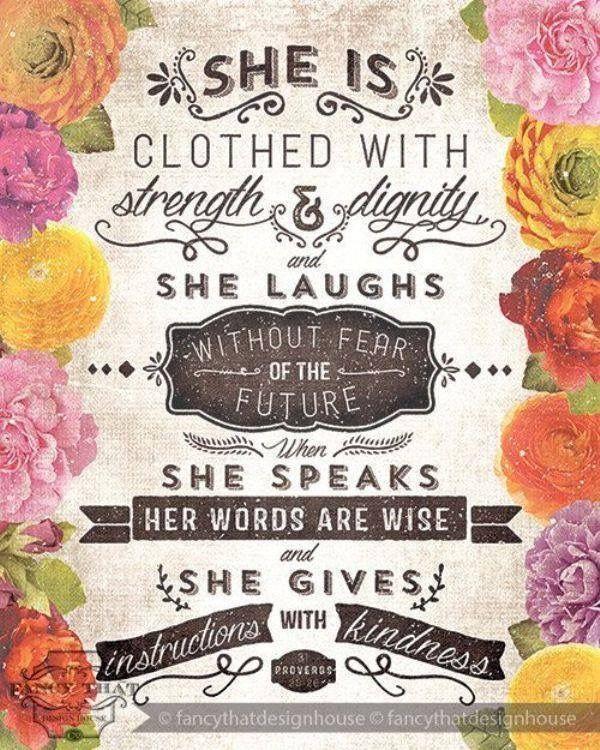 Ela está vestida com força e dignidade Ela ri sem medo do futuro Quando fala suas palavras são sábias e ela dá instrução com provérbios bondade.
