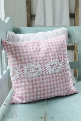 Cojín cuadros vichy. Pillow with lace.