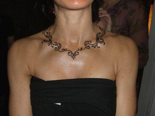 Tatouage de collier de henné   – Henna tattoo