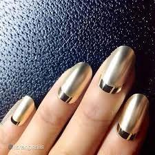 Картинки по запросу фото лунного маникюра   Золотые ногти ...
