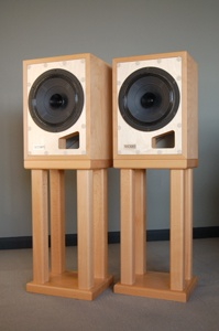 The Model 40 is a single driver loudspeaker that has design roots going back to the ever missed Rehdeko 115.