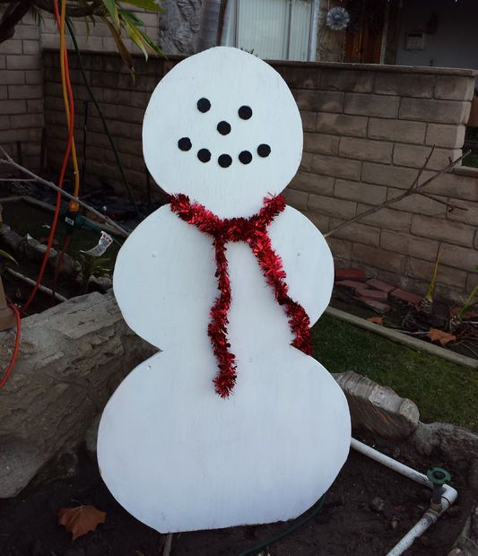 Simple wood snowman lawn decoration lawn decorations for Homemade garden decor crafts