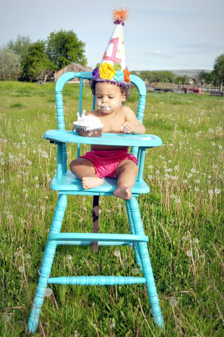 Painted wooden high chair - Vintage High Chair And Cupcake For First Birthday Must Find