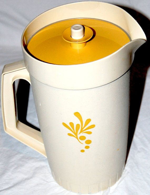 2 Quart Vintage 1970's Tupperware Pitcher - Mama ahd one but of course it was avocado green!