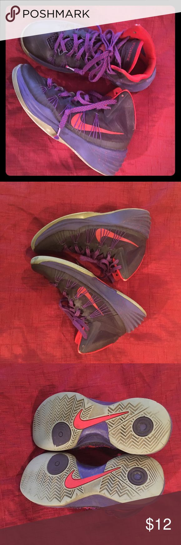 Nike Hyperdunk Sneakers Man Boy 7.5 Nike Hyperdunk Sneakers Man Boy 7.5. Pre-loved but still great comfortable shoes - please see pics. Nike Shoes Sneakers