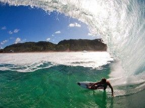 #HowTo survive the North Shore with Jesse Merle Jones. #surfer #surferphotos