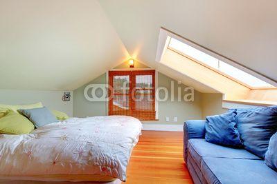 Low Ceiling Attic Bedrooms  Foto Attic bedroom with low